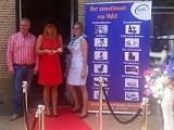 Een foto uit Opening Max Welzijns Shop door de Look a Like van Koningin Maxima