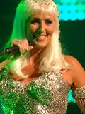 Een foto van de lookalike en imitator van Cher