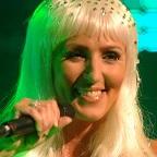 De foto van de lookalike en imitator van  Cher