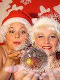 Een foto van Claire en Marjolein als The Santababies