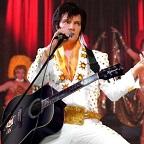 De foto van de lookalike en imitator van  Elvis Presley (25)