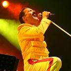 Een foto van de lookalike en imitator van Freddie Mercury