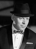 Een foto van de lookalike en imitator van Frank Sinatra