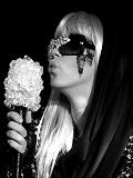 Een foto van de lookalike en imitator van Lady Gaga