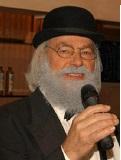 Een foto van de lookalike en imitator van Vader Abraham