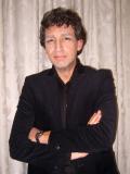 Een foto van de lookalike en imitator van Robert ten Brink