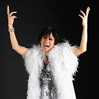 De foto van de lookalike en imitator van  Shirley Bassey