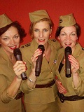 Een foto van de lookalike en imitator van  The Andrews Sisters