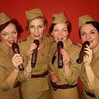 De foto van de lookalike en imitator van  The Andrews Sisters